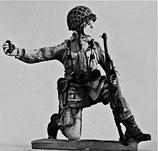 MOD S-173 kneeling throwing grenade