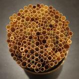 Roggenstroh aus eigenem Anbau für den Bau von Wildbienen Nisthilfen