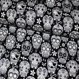 Totenköpfe schwarz