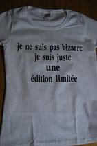 """Tee-shirt femme humoristique imprimé """"Je ne suis pas bizarre, je suis juste une édition limitée"""""""