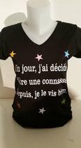 """Tee-shirt femme col V humoristique imprimé """"un jour j'ai décidé d'être une connasse, depuis je le vis bien"""""""