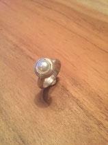 Ring mit Süßwasserperle