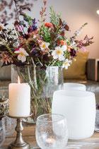 Duftig-luftig-bunter Blumenstrauss
