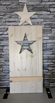 Platte mit ausgesägtem Stern und Querlatte