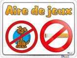 Panneau chien et fumer interdit sur l'aire de jeux avec dessins