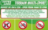 Terrain multi-sport avec pictogrammes Français/Anglais