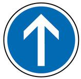 """B21b """"Direction obligatoire à la prochaine intersection : tout droit"""""""