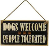 "Holz-Schild ""Dogs Welcome, People tolerated"""