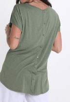 T-Shirt mit Kette und Knöpfe am Rücken