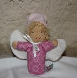 Schutzengel blond mit rosa Mützchen