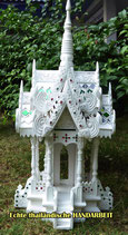 Tempelgeisterhaus in der Farbe weiß