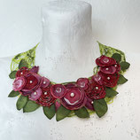 Blumenkollier rot/grün Seidentaft