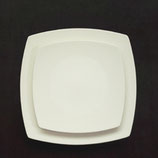 flacher, quadratischer Teller, Seiten leicht gerundet, in 2 Größen