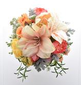 オレンジのアマリリスとラナンキュラス、バラのクラッチブーケ(造花)