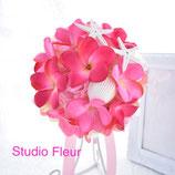フューシャピンクのプルメリアのラウンドブーケ(造花)