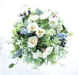 野の花を摘んだようなクラッチブーケ・野バラ(造花)