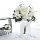 ホワイトローズとサムシングブルーのクラッチ2(造花ブーケ)