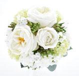 ホワイト&グリーンの正統派ローズのクラッチブーケ(造花)