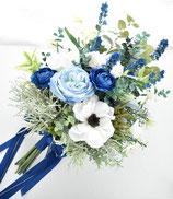 トレンドアネモネとブルーのお花のナチュラル・クラッチブーケ(造花ブーケ)