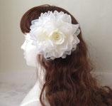 エレガントコサージ、白い豪華なバラ