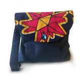 """Handtasche """"Roter Blumentraum"""" auf der Taschenklappe"""
