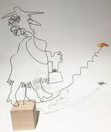 """Frau mit Vogel"" - Eindraht-Figur auf Sockel"