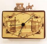 Blechdosen-Uhr mit Kutsche