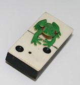 Antiker Dominostein mit Magnet auf der Unterseite