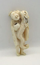 2357 Netsuke Katabori 形彫 Chinnan Sennin mit Gefäß und Drache