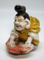 2347 Netsuke Katabori 形彫 Ebisu mit Meeresbrasse Porzellan