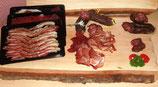 """Paket """"Familie"""", enthält geschnittener Rohess Speck, Rohschinken, Trockenfleisch, ein Stück Dauerwurst und ein Paar Zvieriwurst am Stück (Paketpreis)"""