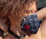 FFP2 Maske in schwarz mit Lilien-Überzug im Set.