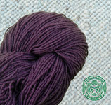 Naturgefärbtes Strickgarn violett (114)