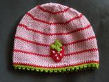"""Mütze """"Kleine Erdbeere"""", rosa / rot geringelt mit grünem Rand"""
