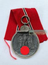 Medaille Winterschlacht im Osten 1941/42 mit Bandabschnitt (2)