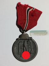Medaille Winterschlacht im Osten 1941/42 mit Bandabschnitt (3)