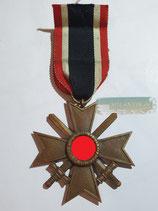 Kriegsverdienstkreuz 2. Klasse mit Schwertern und Bandabschnitt (2)
