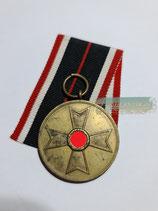 Kriegsverdienst Medaille 1939 mit Bandabschnitt (2)