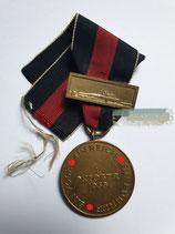 Medaille - 1. Oktober 1938 mit Bandabschnitt und Prager Burg Spange
