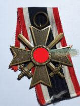 Kriegsverdienstkreuz 2. Klasse mit Schwerter und Bandabschnitt