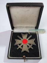 "Kriegsverdienstkreuz mit Schwerter 1. Klasse - ""65"" im Etui"