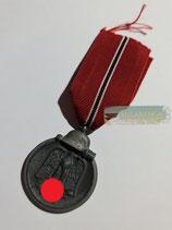 Medaille Winterschlacht im Osten 1941/42 mit Bandabschnitt
