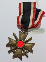 Kriegsverdienstkreuz mit Schwerter 2. Klasse mit Bandabschnitt (2)