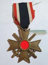 Kriegsverdienstkreuz 2. Klasse mit Schwertern und Bandabschnitt