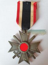 Kriegsverdienstkreuz mit Schwerter 2. Klasse - mit Bandabschnitt Hst. 45