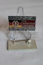 DDR - Für patriotische Leistungen