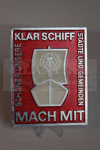 """DDR - Plakette """"Klar Schiff Mach Mit"""""""