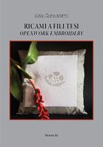 Anna Castagnetti Ricami a fili tesi Openwork embroidery. Formato: cm 21 x 29,7 pp 64 Codice: 9788889262412