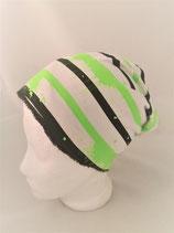 Beanie  weiss mit neongrünen und schwarzen Streifen