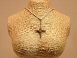 Beau collier en argent 925 vieilli avec pendentif croix et incrustation ambre.